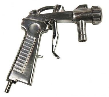 Gun for sandblasting booths